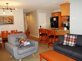 Big White Trappers Crossing 3 Bedroom Premium Condo for 8 + Hot Tub