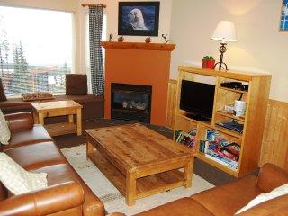 Big White Eagles Resort Huge #505: 3 Bedroom + Loft in Prime Location!