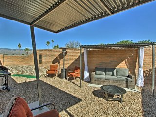 Tucson Home w/Landscaped Backyard Patio & Fire Pit