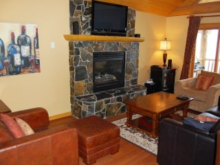 2 Bedroom Home + Hot Tub at Woodcutter Cabins in Big White