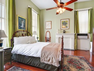 Fanciful & Classic in Quiet Marigny w/Balcony - #7