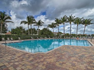 Riviera Beach Resort Townhome - 10 Min to Beach!