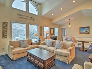 Harbor Springs Condo w/ Bay View - Walk to Beach!