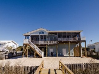 Soundfront pet friendly cottage with a boat house and panoramic views