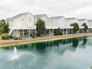 All-Suite 4BR Condo w/ Private Balcony & Pond Views - Walk to Beach
