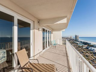 End-Unit 3BR w/ Wrap-Around Balcony – Walk to Restaurants & Shopping