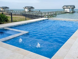 Luxe Bayfront 6BR Estate w/ Pool  & Private Dock