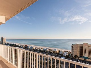 Gulf front 2BR Condo w/ 16th-Floor Views, 5 Pools, Hot Tub & Private Beach