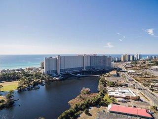 Gulf front 2BR Condo w/ 16th-Floor Views, 5 Pools, Hot Tub & Private Beach