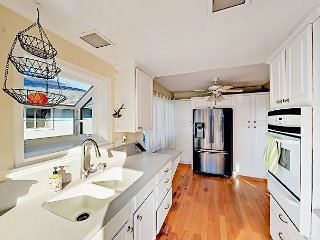 Viva Ventura 3BR Duplex w/ 2 Balconies - Steps to Marina Park Beach