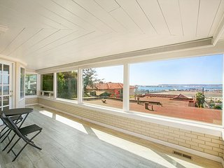 2BR Urban Luxury & Wraparound Views in Mission Hills