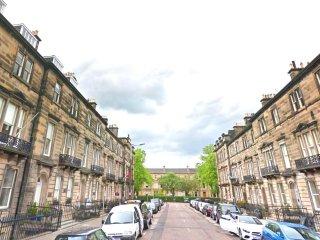 Wonderful West End Apt - sleeps 4