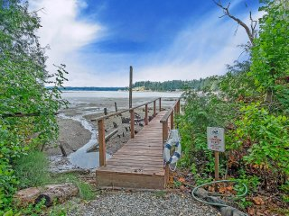 Private Beach, Soaking Tub, Puget Sound Getaway, Pet Friendly