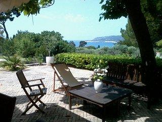 Dans villa, 500 m plage, tres calme, vue mer, type 5, grande terrasse et jardin