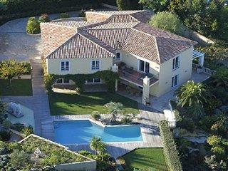 33623 luxe 5 bedroom aircon villa with pool, jacuzzi, cinema,fitness, sea 2 km