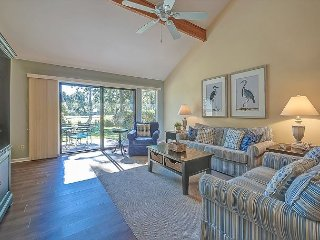 20 Townhouse Tennis-Pretty & Spacious w/ Pool & Tennis on-site.