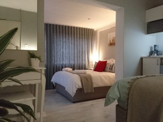 Hamilton Garden Suites, Suite2 - a mere 5 minute drive from the beach