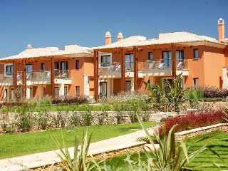 2 bedroom Villa with WiFi and Walk to Shops - 5343707