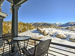Home w/Views & Fireplace-Walk to Town/Grand Lake!