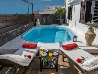 FINCA LA CASITA  - PRIVATE HEATED POOL, JACUZZI and SAUNA .  AMAZING SEA VIEW