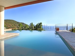 4 bedroom Villa in Miramar, Provence-Alpes-Côte d'Azur, France : ref 5238711