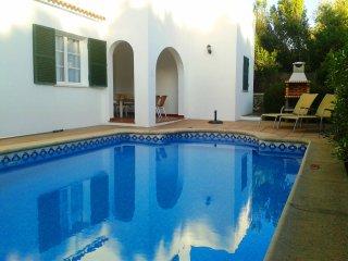 Chalet unifamiliar con piscina privada y aire acondic. a solo 100 m de la playa