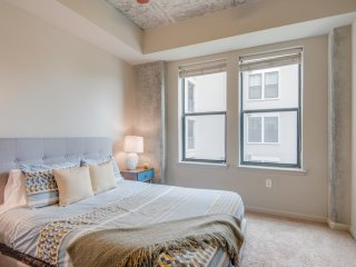Dormigo Warm and Inviting Midtown Luxury 2 Bedroom