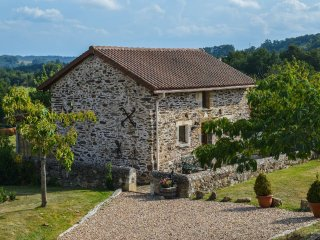 Gite with private pool and panoramic views, perfect getaway!