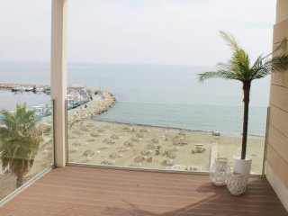 2b Beachfront Corner apt. Kastella Beach