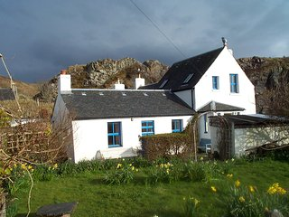 CREAGARD COTTAGE CULLIPOOL CONSERVATION VILLAGE ISLE OF LUING FIRTH OF LORNE