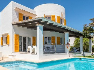5 bedroom Villa with Air Con, WiFi and Walk to Beach & Shops - 5334621