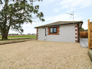 THE STABLE, en-suite, woodburning stove, pet-friendly, Ref 970869