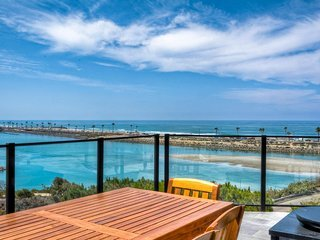 BREATHTAKING OCEAN AND LAGOON VIEWS! PEACEFUL NEW CUL-DE-SAC HOME.