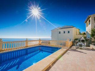 Casa del Mar:Sea view, private heated pool, sea views, conditioning and Wifi.