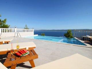 Lokva Rogoznica Villa Sleeps 12 with Pool and Air Con - 5504602