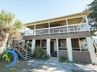 Student Fun UP! Steps to the Beach! PET FRIENDLY!