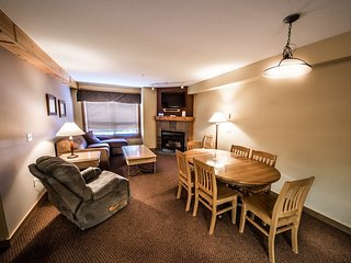 #305: 1 Bedroom + Den for 8 in Chateau Big White