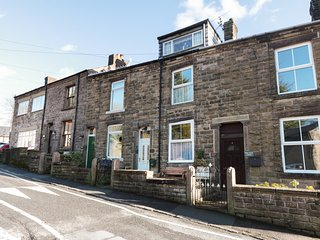 WATERS REACH, terraced cottage, open fire, Jacuzzi bath, WiFi, near Whaley Bridg