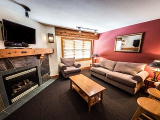#218: 1 Bedroom + Den | White Crystal Inn, Big White
