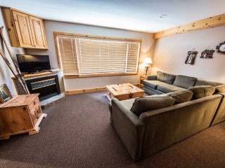 1 Bedroom + Den for 8 | White Crystal Inn, Big White