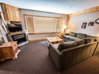 1 Bedroom + Den for 8 | White Crystal Inn, Big White