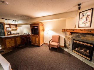 Superior Kitchenette for 2 | White Crystal Inn, Big White