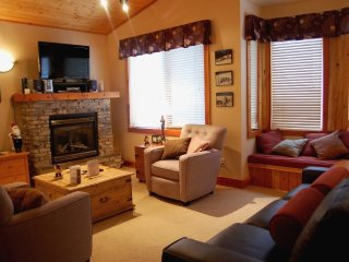 Big White Grizzly Lodge #302: 2 Bedroom Premium + Den