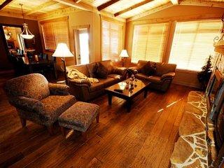 Big White Copper Kettle #205: 2 Bedroom + Den Premium Condo + Hot Tub
