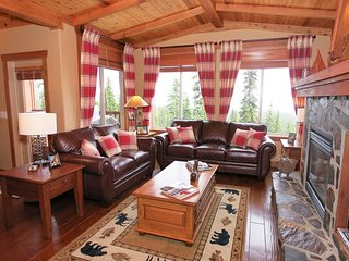 AMAZING Ski-in/Ski-out Premium Condo with Hot Tub | GREAT for Groups!