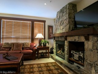 Big White Stonegate Resort #1302: 2 Bedroom Executive Condo + HT