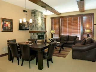Big White Stonegate Resort Fabulous #3405: 2 Bedroom Condo + HT