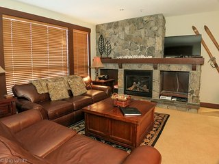 Big White Stonegate Resort Fabulous 1 Bed Condo with Private Hot Tub
