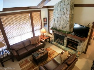 Big White Stonegate Resort 2 Bed Executive + Loft with Hot Tub