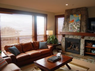 Big White Stonegate Resort Fabulous 2 BR Executive Condo for 5 + HT